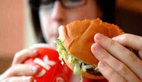 Voedingsmiddelen die een onaangename lichaamsgeur veroorzaken