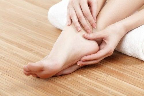 Gezwollen voeten bij een slechte bloedsomloop