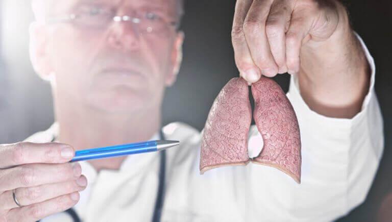 Arts met menselijke longen