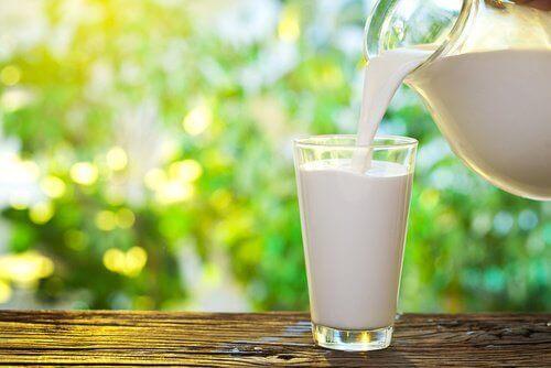 Melk is een van de voedingsmiddelen die stress verminderen