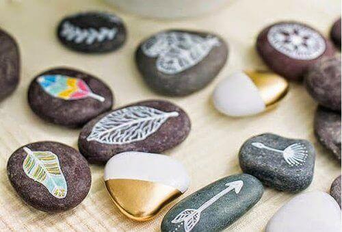 Stenen met grappige ontwerpen