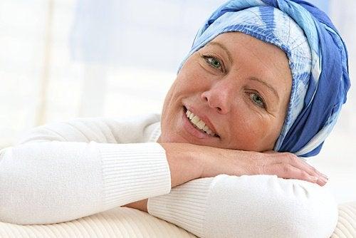 Vrouw met sjaal om het hoofd