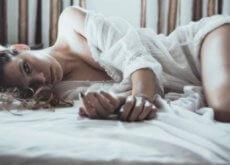 vrouw-op-bed