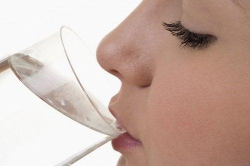 7 tekenen dat je onmiddellijk water moet drinken