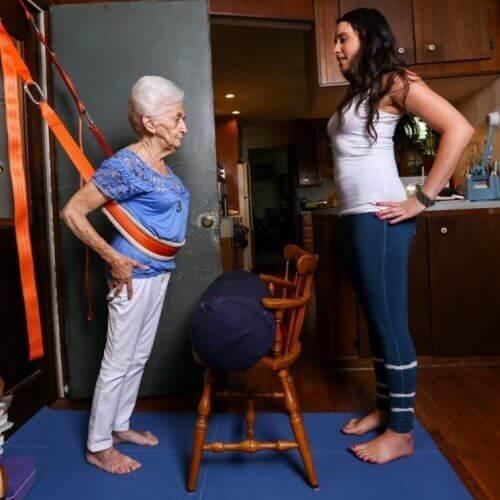 Oudere Vrouw doet aan Yoga