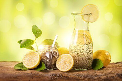 Snel gewicht verliezen met het gebruik van citroen, gember en chiazaden