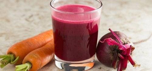 Reinigende smoothie met bieten en wortel