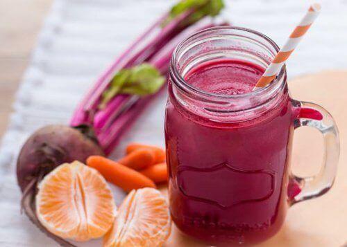 Smoothie met bieten en wortel