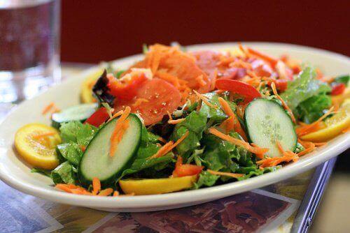 Salade met Komkommer en Wortel