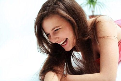 Acht eigenschappendieeen vrouw aantrekkelijk maken
