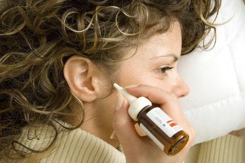 7 natuurlijke middeltjes tegen oorsmeer