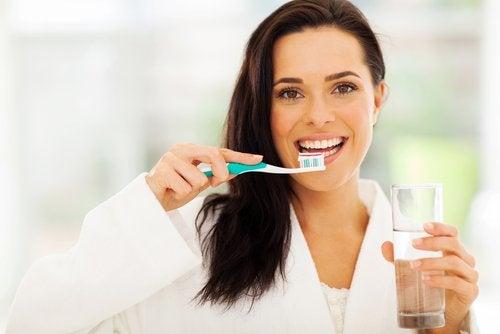 Tanden poetsen met je niet-dominante hand