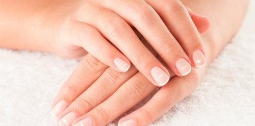 wat zijn witte vlekken op je nagels
