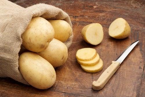 Aardappelen met schilmesje