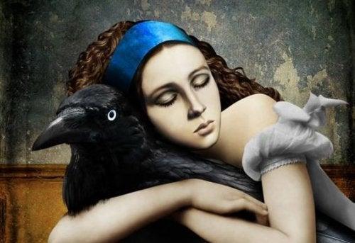 vrouw en een raaf