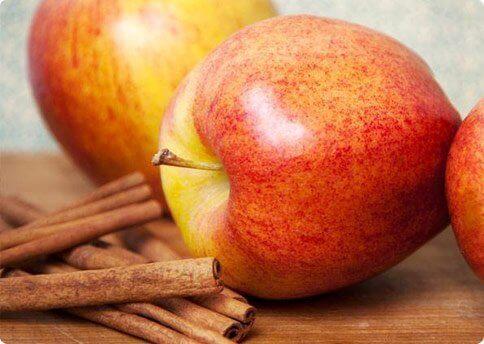 Appels en Kaneelstokjes