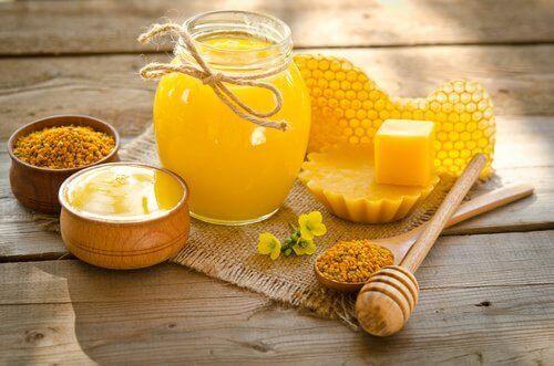 Jeugdige handen met dit natuurlijke recept met bijenwas