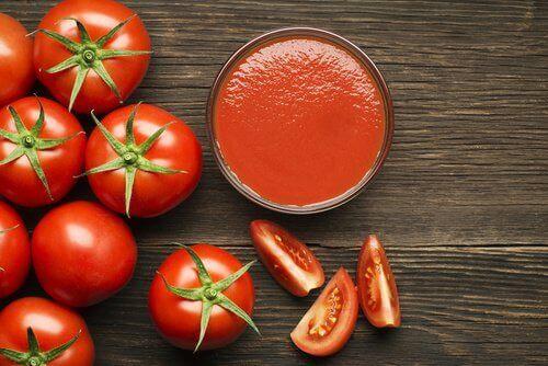 Tomatenpuree voor een strakke hals