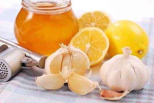 Begin je dag goed en gezond met citroen, knoflook en honing