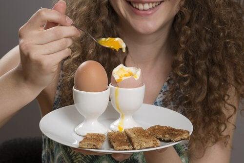 Voedingsmiddelen om je honger te stillen en die gezond zijn zoals gekookte eieren