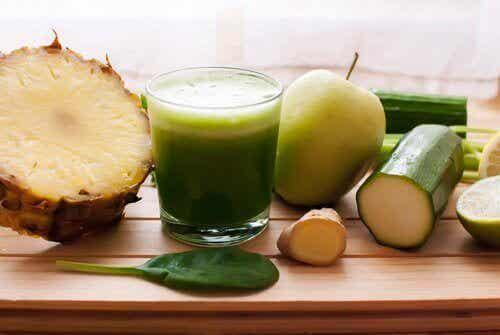 Ananas en komkommer tegen vochtretentie