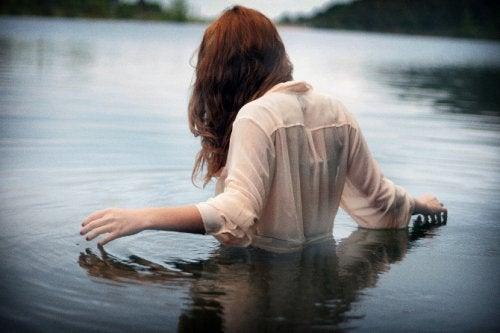 Vrouw in Meer