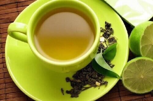 Groene thee en citroen is een van de bekende voedingscombinaties