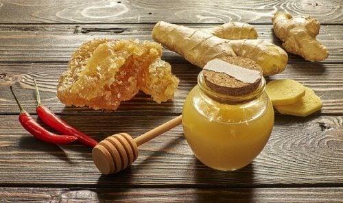 Honing en Cayennepeper