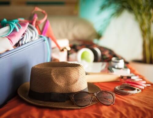 Koffers pakken om op vakantie te gaan