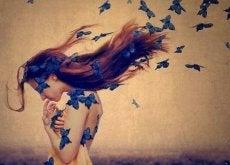 Vrouw met Vlinders in Haar