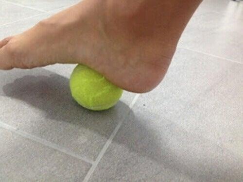 Drukpuntoefening met tennisbal