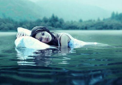 Vrouw in het water