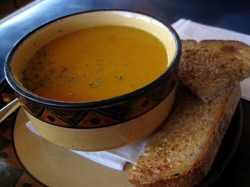 3 vetverbrandende soepen die je zou moeten opnemen in je dieet