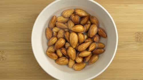 Ontdek waarom je geweekte amandelen moet eten
