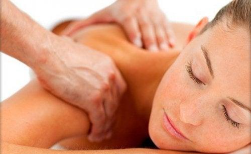 Vijf tips die zeker zullen helpen tegen een stijve nek