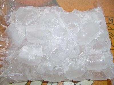 Plastic zak met ijs