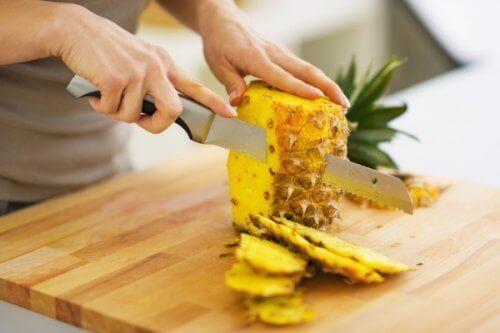 Ananas snijden