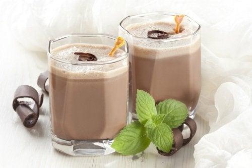 Twee chocolademilkshakes