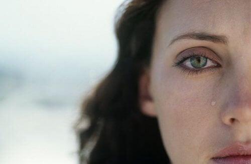 Een sterke vrouw is bang om gekwetst te worden