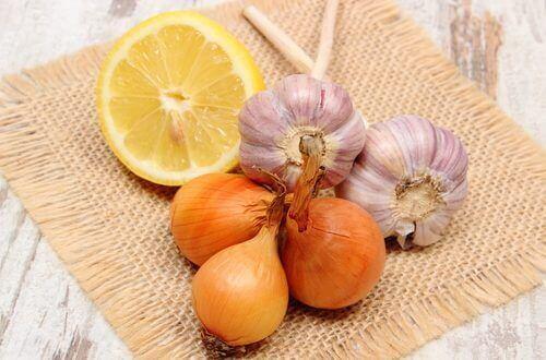 Ui, knoflook en citroen: drie fantastische remedies