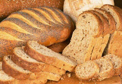 Gesneden en heel brood