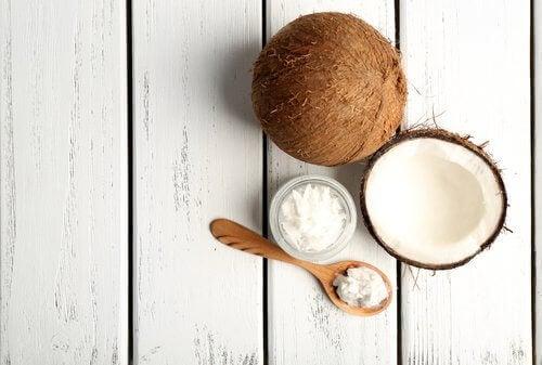Kokosnoot is een van de alkalische voedingsmiddelen