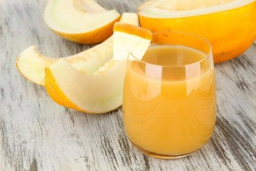 Hoe maak je meloenwater om gewicht te verliezen en beter te slapen