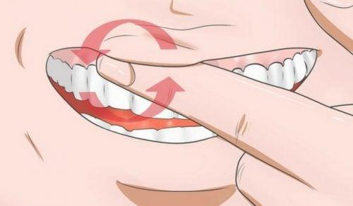 Acht middeltjes om ontstoken tandvlees tegen te gaan
