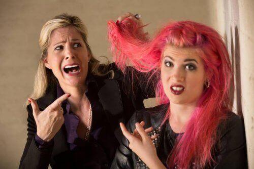 Tiener met roze Haar