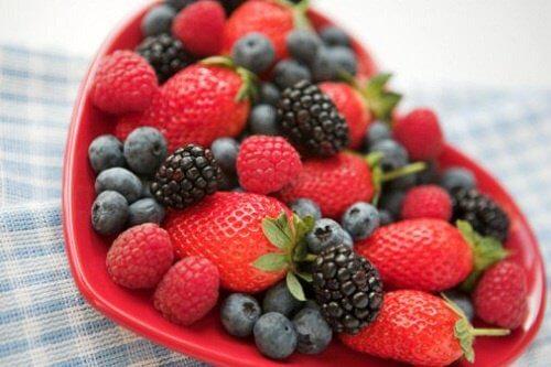 Bosbessen en aardbeien