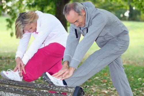 Sportende man en vrouw