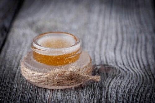 Gezichtsmaskers met olijfolie en honing