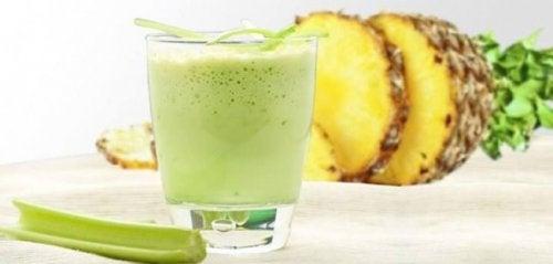 Smoothie met komkommer en ananas