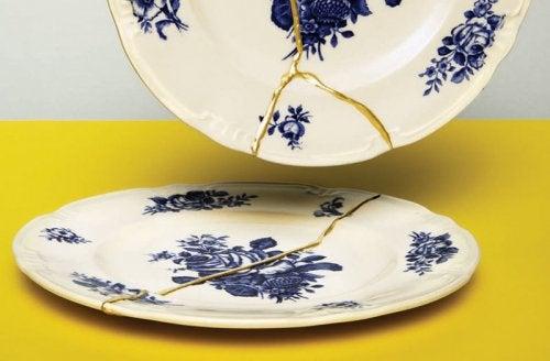 De kunst van het repareren van keramiek